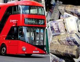 Nhặt được túi đựng hơn 9 tỷ đồng trên xe buýt, cô lao công đem nộp cảnh sát