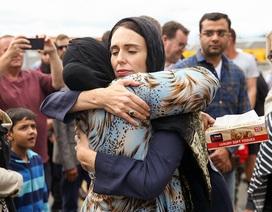 """Thế giới khen ngợi sự sẻ chia và bản lĩnh của Thủ tướng New Zealand giữa """"những ngày đen tối"""""""