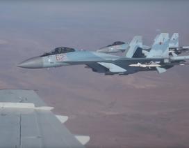 Cận cảnh Su-35 huyền thoại của Nga sải cánh trên bầu trời Syria