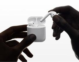 Apple trình làng AirPods thế hệ thứ 2: pin lâu hơn, sạc không dây, tích hợp Siri