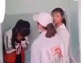 Mâu thuẫn trên Facebook, một nữ sinh bị đánh hội đồng