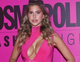 Kara Del Toro diện váy hồng khoe ngực căng tròn
