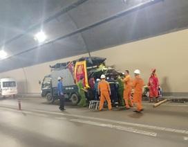 Xe tang bốc cháy trong hầm Hải Vân