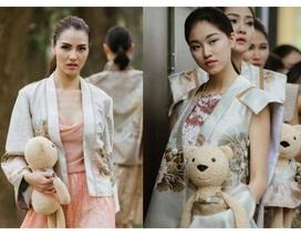 Hồng Quế cùng dàn mẫu gây chú ý khi ôm gấu bông lên sàn diễn thời trang