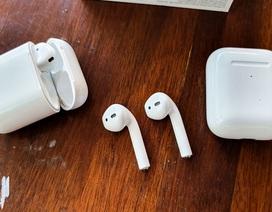 Đập hộp tai nghe AirPods thế hệ 2 giá 6,2 triệu đồng tại Việt Nam