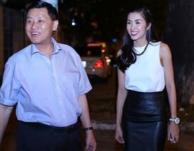 """Trong tay """"mỏ vàng"""" hàng miễn thuế, bố chồng Hà Tăng chờ tin vui từ Tân Sơn Nhất"""