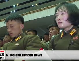 """Sĩ quan Triều Tiên vừa khóc vừa ghi chép trong cuộc họp """"lịch sử"""" với ông Kim Jong-un"""