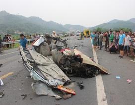 Va chạm cực mạnh, một ô tô vỡ nát hoàn toàn, tài xế tử vong