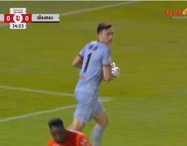 Đồng đội mắc sai lầm tai hại, Văn Lâm thủng lưới 2 bàn