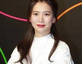 """Viên Vịnh Nghi vẫn trẻ đẹp ở tuổi U50, hạnh phúc bên """"ông xã"""" phong độ"""