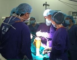 Hai bệnh nhân đầu tiên được thay khớp gối phủ vitamin E