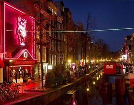 Gái mại dâm Hà Lan bất bình vì lệnh cấm du khách tới phố đèn đỏ