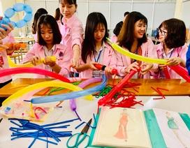 """300 học sinh trải nghiệm """"một ngày làm sinh viên"""" tại ĐH Sao Đỏ"""