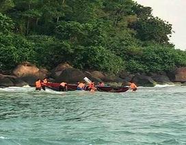 Cứu sống ngư dân đi câu mực bị chìm thuyền trên biển