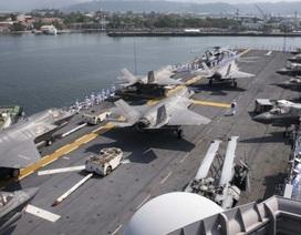 Tàu chiến Mỹ mang theo phi đội F-35 lớn chưa từng có qua Biển Đông