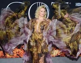 Nữ diễn viên cao 1,91m diện váy lạ mắt ấn tượng