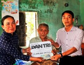 Bạn đọc báo Dân trí trao tiếp 10,8 triệu đồng đến cụ Nguyễn Lừng