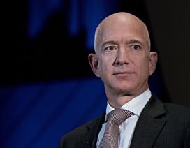 """Bị tống tiền và dọa đăng thông tin """"nhạy cảm"""", ông chủ Amazon gửi email đáp trả bằng 3 chữ"""