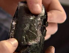 Thiếu niên suýt mù mắt vì nghịch dại... bẻ pin iPhone