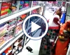 Nhóm trộm nữ dùng chiến thuật tinh vi ăn cắp ngay trước mắt người bán hàng