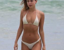 Kimberley Garner nuột nà với bikini trắng