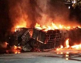Hai ô tô bốc cháy dữ dội, 2 người bị thiêu cháy, quốc lộ tắc kinh hoàng