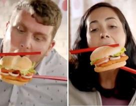 """Từ lùm xùm """"ăn burger bằng đũa"""", nghĩ về cách ứng xử văn hóa"""