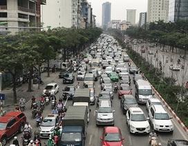 Hà Nội: Ùn tắc nghiêm trọng ở cửa ngõ, xe dù bến cóc hoành hành