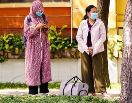 TPHCM: Người dân chật vật qua kỳ nghỉ trong cái nắng đổ lửa
