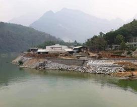 Đổ hàng nghìn khối đá lấn sông: Phương án phòng chống lũ?