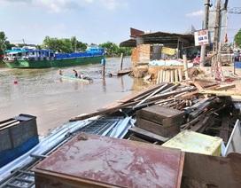 Sạt lở, 4 căn nhà bị trôi sông, thiệt hại tiền tỷ