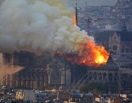 Pháp: Nhà thờ Đức Bà Paris chìm trong biển lửa