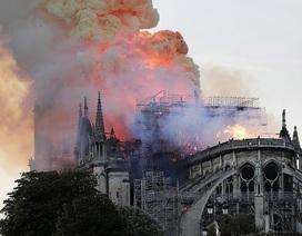 Hiện trường vụ hỏa hoạn kinh hoàng tàn phá nhà thờ Đức Bà Paris
