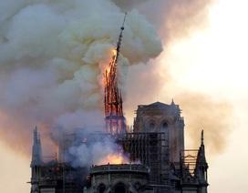 Tháp chuông Nhà thờ Đức Bà Paris đổ sập trong vụ cháy khủng khiếp