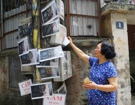 """Chuyện lạ: Người đổ rác trộm bị """"treo ảnh"""", dán đầy trên cột điện ở Hà Nội"""