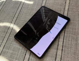 Siêu smartphone 2000 USD vỡ màn hình sau 2 ngày sử dụng