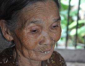 Cám cảnh cụ Rịu ở tuổi 80 vẫn phải đi nhặt rác kiếm tiền nuôi chồng con