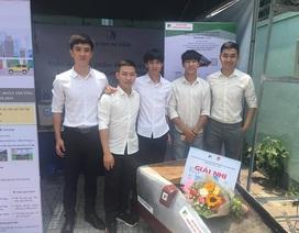 Sinh viên sáng chế máy thu gom rác thải ở biển