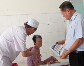 Đà Nẵng: Trao hơn 24 triệu đến hai cụ bà xin sống những ngày cuối đời trong bệnh viện