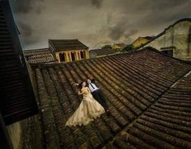 """""""Đè đầu cưỡi cổ"""" di tích ở Hội An để chụp ảnh cưới: Hành động xâm hại di tích"""