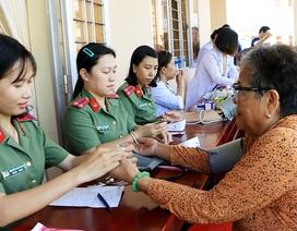 Khám bệnh, cấp thuốc miễn phí và tặng quà cho 500 người dân nghèo