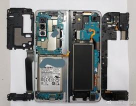 """Bên trong """"siêu phẩm"""" điện thoại gập Galaxy Fold"""