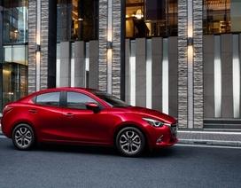 Mazda2 màu đỏ sẵn sàng để giao