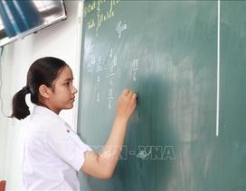 """Nữ sinh của ngôi trường """"nhà quê"""" giành giải Vàng Olympic Toán học"""