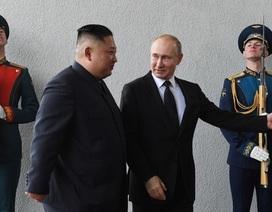 """Chuyên gia """"giải mã"""" cử chỉ của ông Kim và ông Putin trong cuộc gặp lịch sử"""