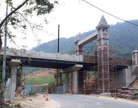 """Cầu vượt của khu du lịch ở Đà Nẵng """"bất ngờ"""" bắc ngang... quốc lộ"""