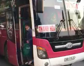 """Xe 45 chỗ """"nhồi nhét"""" 104 người từ Thanh Hóa về Hà Nội sau nghỉ lễ"""