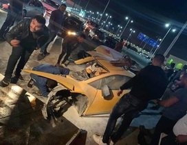 """Siêu xe Lamborghini """"rách"""" làm đôi sau tai nạn, tài xế chỉ bị thương nhẹ"""