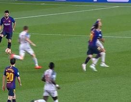 Messi ăn vạ trước khi lập siêu phẩm vào lưới Liverpool?