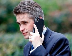 Cuộc gọi 11 phút khiến Bộ trưởng Quốc phòng Anh mất chức